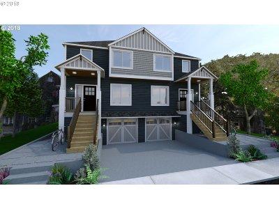 Condo/Townhouse For Sale: 6049 NE Flanders St