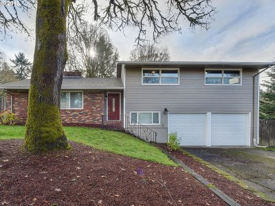 Milwaukie Single Family Home For Sale: 3880 SE Willamette Ave