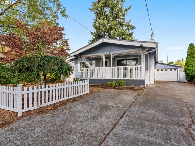 Portland Single Family Home For Sale: 7011 SE Fir Ave