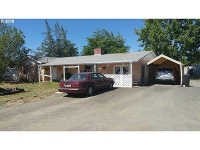 Roseburg OR Single Family Home For Sale: $165,000