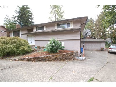 Milwaukie Single Family Home For Sale: 1500 SE Eastwood Ct