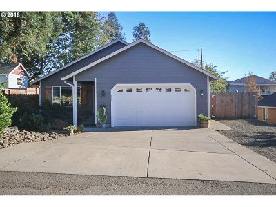 Sutherlin Single Family Home For Sale: 166 E Sixth Ave