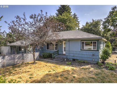 Milwaukie Single Family Home For Sale: 10360 SE 43rd Ave