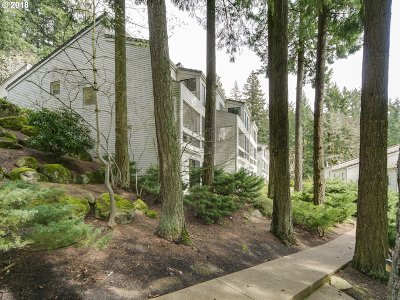 Lake Oswego Condo/Townhouse For Sale: 4442 Thunder Vista Ln