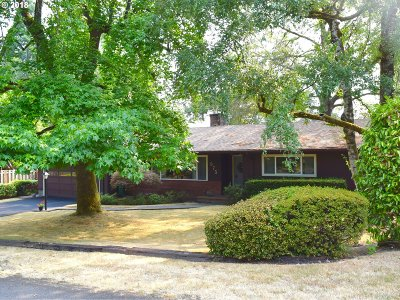 Lake Oswego Single Family Home For Sale: 975 Lund St
