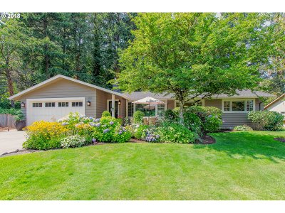 Lake Oswego Single Family Home For Sale: 1830 Cloverleaf Rd