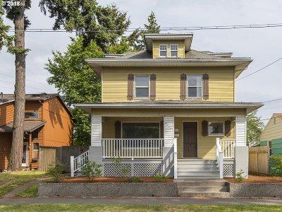 Portland Single Family Home For Sale: 6111 NE Vera St