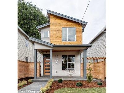 Portland Single Family Home For Sale: 8249 N Chautauqua Blvd