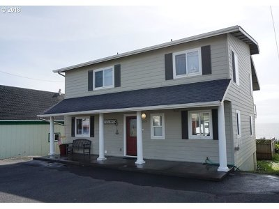 Lincoln City Single Family Home For Sale: 5215 NW Jetty Ave