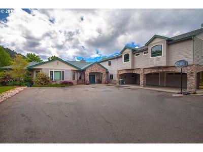 Roseburg Single Family Home For Sale: 315 Evelyn St