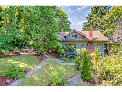Portland Single Family Home For Sale: 9889 NW Hoge Ave