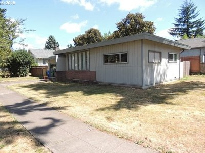 Portland Single Family Home For Sale: 6424 SE 77th Ave