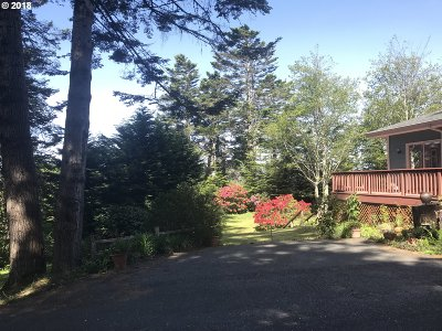 Gold Beach Single Family Home For Sale: 33023 Hillside Acres Rd