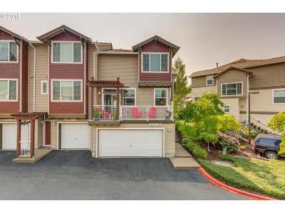 Tigard Condo/Townhouse For Sale: 10779 SW Canterbury Ln #104