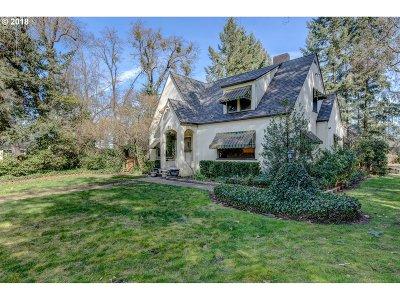 Medford Single Family Home For Sale: 51 Janney Ln