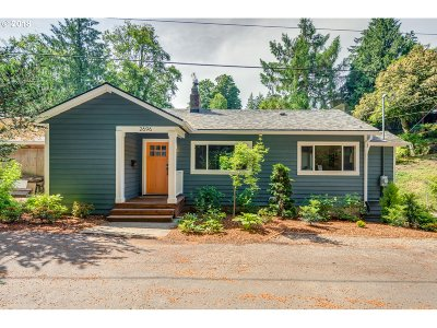Portland Single Family Home For Sale: 2696 SW Gerald Ave