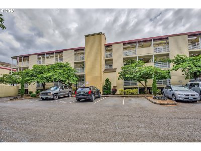 Condo/Townhouse For Sale: 241 N Hayden Bay Dr