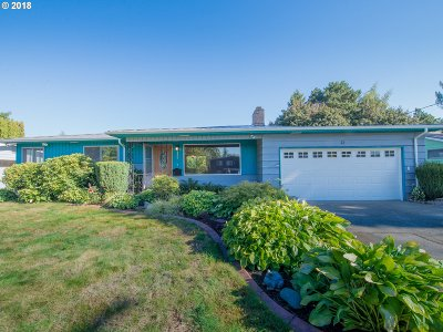 Milwaukie Single Family Home For Sale: 6583 SE Furnberg St