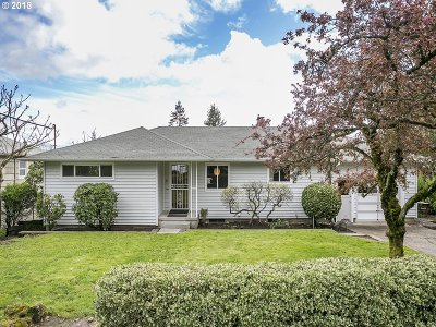 Portland Single Family Home For Sale: 12146 SW 29th Ave