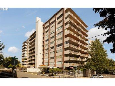 Condo/Townhouse For Sale: 2323 SW Park Pl #204
