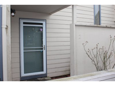 Gresham OR Condo/Townhouse For Sale: $149,000