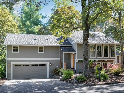 Lake Oswego Single Family Home For Sale: 18420 Deer Oak Ave