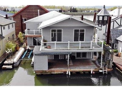 Clackamas County, Multnomah County, Washington County Single Family Home For Sale: 2630 N Hayden Island Dr #54