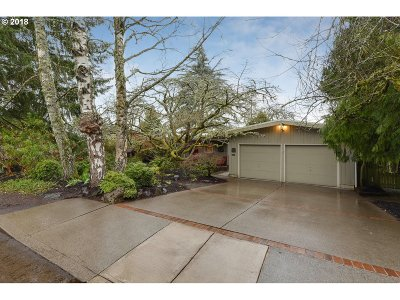 Portland Single Family Home For Sale: 9265 SW Camille Ter