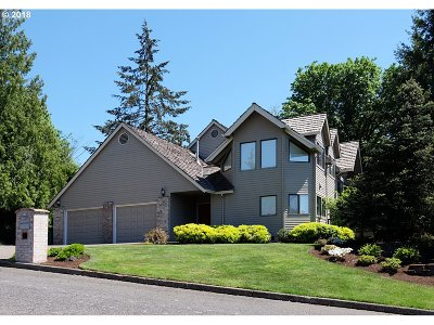 Portland Single Family Home For Sale: 8320 NW Reed Dr