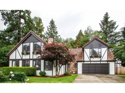 Lake Oswego Single Family Home For Sale: 17965 Lake Haven Dr
