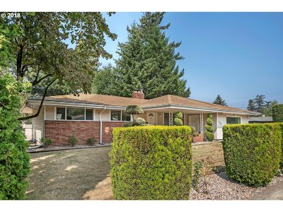 Single Family Home For Sale: 18909 SE Division St