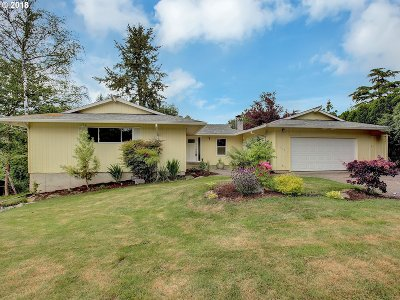 Clackamas Single Family Home For Sale: 16581 SE Stoneybrook Ct