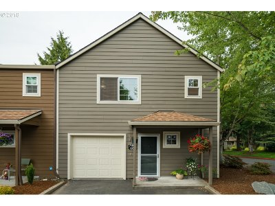 Tualatin Condo/Townhouse For Sale: 7189 SW Sagert #105