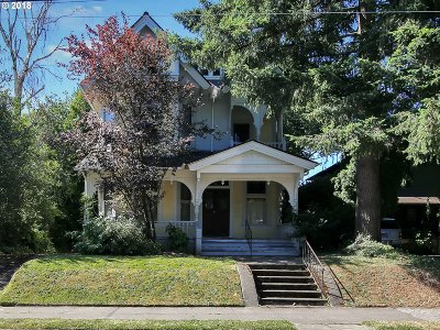 Multnomah County Single Family Home For Sale: 202 NE Graham St