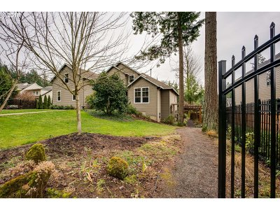 Portland Single Family Home For Sale: 9190 SW Taylor St