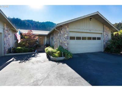 Roseburg Single Family Home For Sale: 70 North River Dr