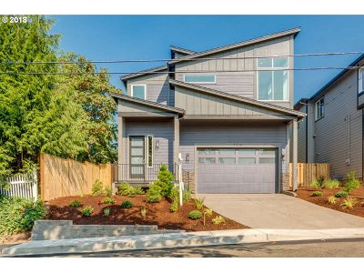 Clackamas County Single Family Home For Sale: 4416 River View Ave