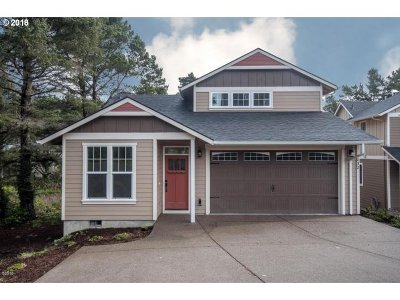 Lincoln City Single Family Home For Sale: 3032 SW Anchor Ave
