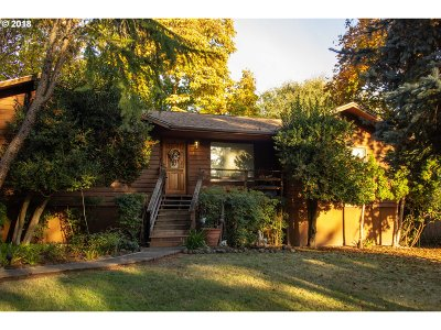 Roseburg Single Family Home For Sale: 706 River Bend Rd
