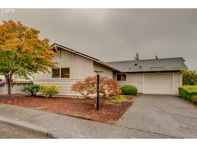 King City Single Family Home For Sale: 15685 SW Queen Victoria Pl