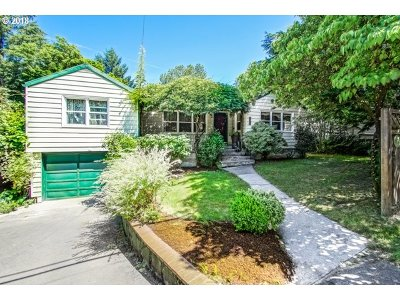 Portland Single Family Home For Sale: 9032 SW Capitol Hwy