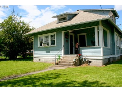 Roseburg Single Family Home For Sale: 334 NE Nash St