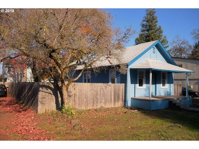 Molalla Single Family Home For Sale: 216 SE Township Rd
