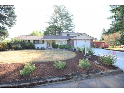 Milwaukie Single Family Home For Sale: 14324 SE Tamarack Way