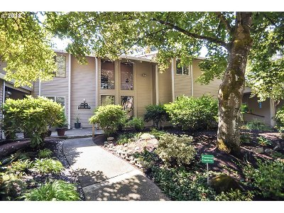 Wilsonville Condo/Townhouse For Sale: 8140 SW Woodbridge Ct