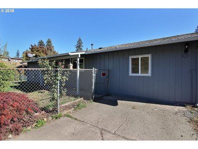 Clackamas County Single Family Home For Sale: 1005 SW Lakeshore Dr
