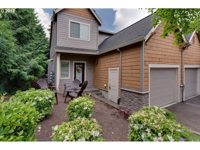 Lake Oswego Condo/Townhouse For Sale: 12868 Boones Ferry Rd