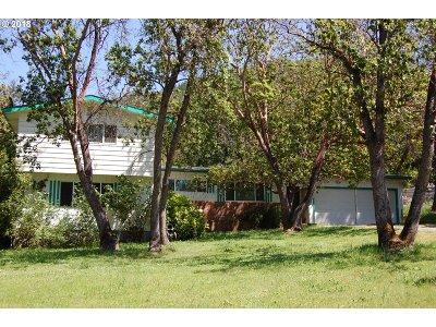 Myrtle Creek Single Family Home For Sale: 359 Crest Dr