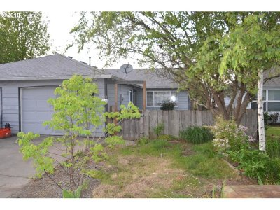 Troutdale Single Family Home For Sale: 223 SE 34th Cir