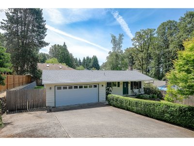 Milwaukie Single Family Home For Sale: 5776 SE Clayson Ave
